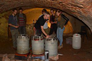 Onze mobiele brouwinstallatie in de gewelfkelder bij Casteelse Poort
